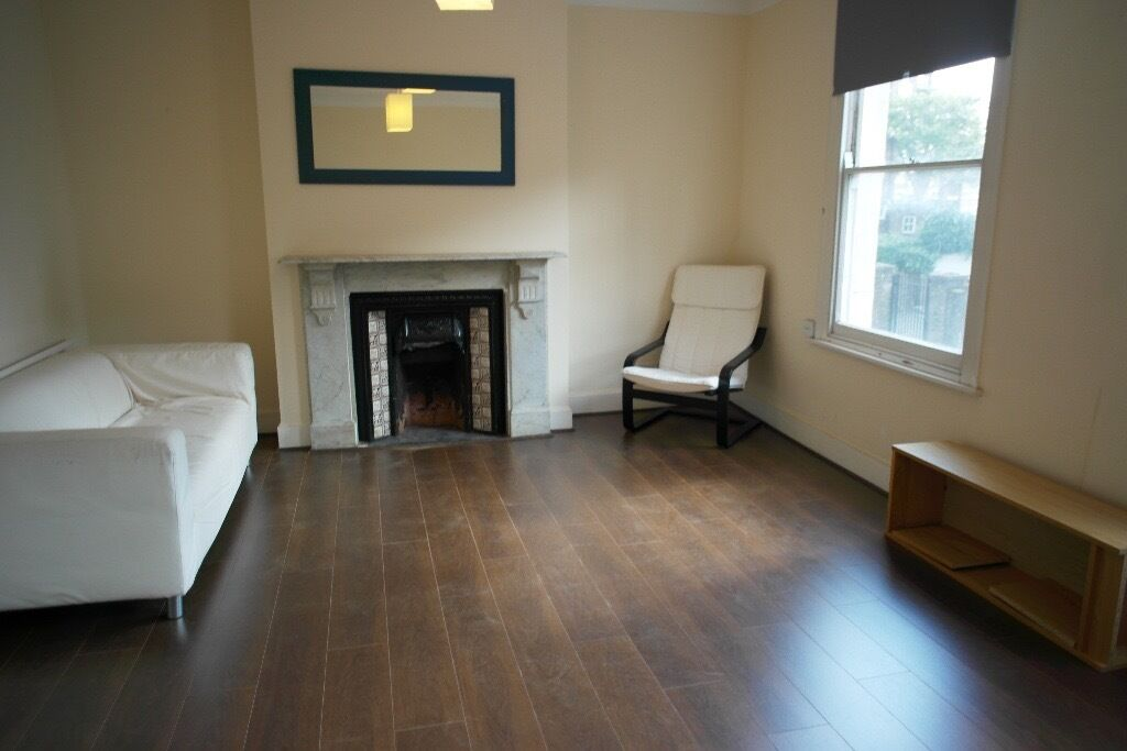 **LARGE NEWLY PAINTED 1-2 BED FLAT IN HAMPSTAED AVAIL NOW**
