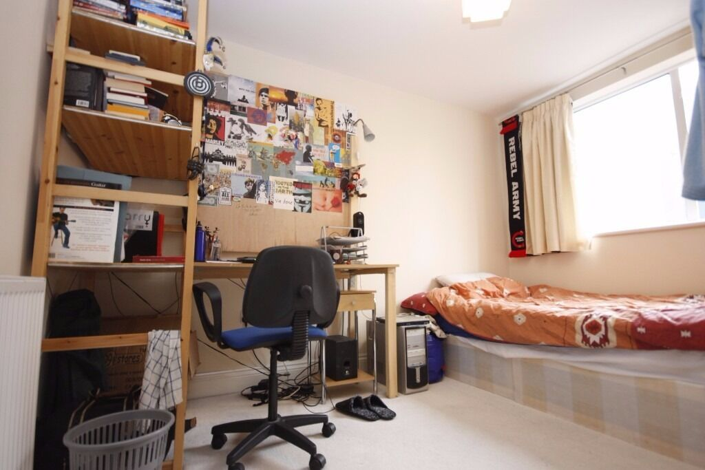 Massive 4 with bedroom house to rent Central Line and over ground Call Now Will Go Fast! 07432771372