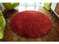 AS NEW round shaggy red rug