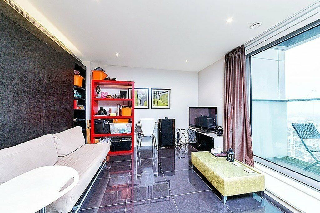 A luxury studio aparatment with fantastic views of city. Property benefits from cinema, health club