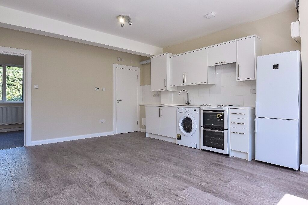Churston Close - A ground floor one double bedroom apartment to rent in a private gated development.