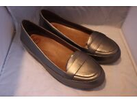 UK 6 FitFlop Grey/Silver Flat Women's Shoes