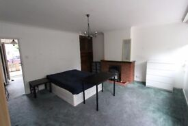 ***AMAZING ROOMS*** NEAR LIVERPOOL ST 150-250£ PER WEEK