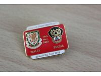 REDUCED TO ONLY £1 WALES V RUSSIA EUROPEAN FOOTBALL CHAMPIONSHIP ENAMEL BADGE