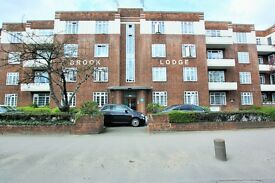 4 bedroom flat in North Circular Road, Golders Green, NW11