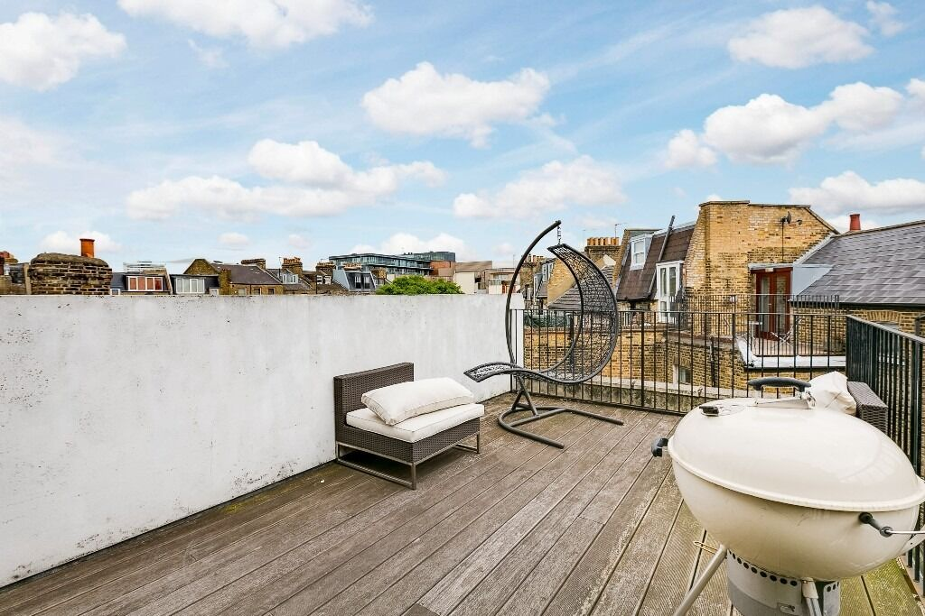 Split level 2 bed 2 bath with roof terrace