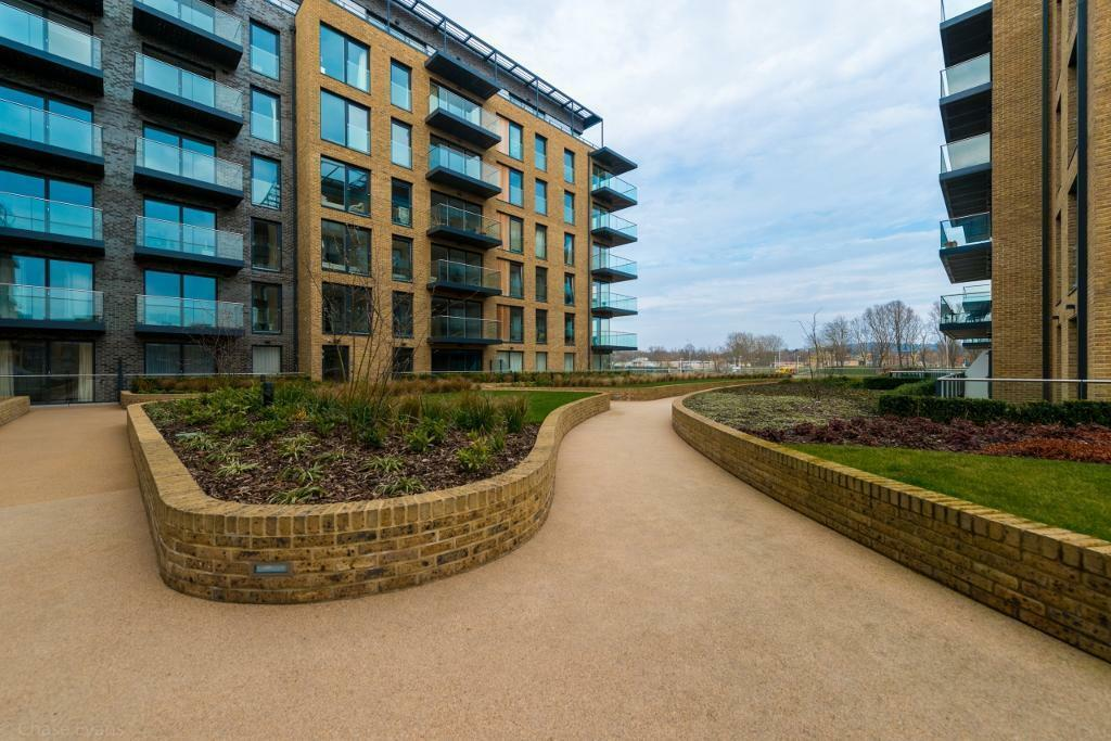 @ 3 bedroom flat in Kidbrooke Village, Johnson Court, Kidbrooke SE9 - Blackheath- Gym/Pool/Concierge
