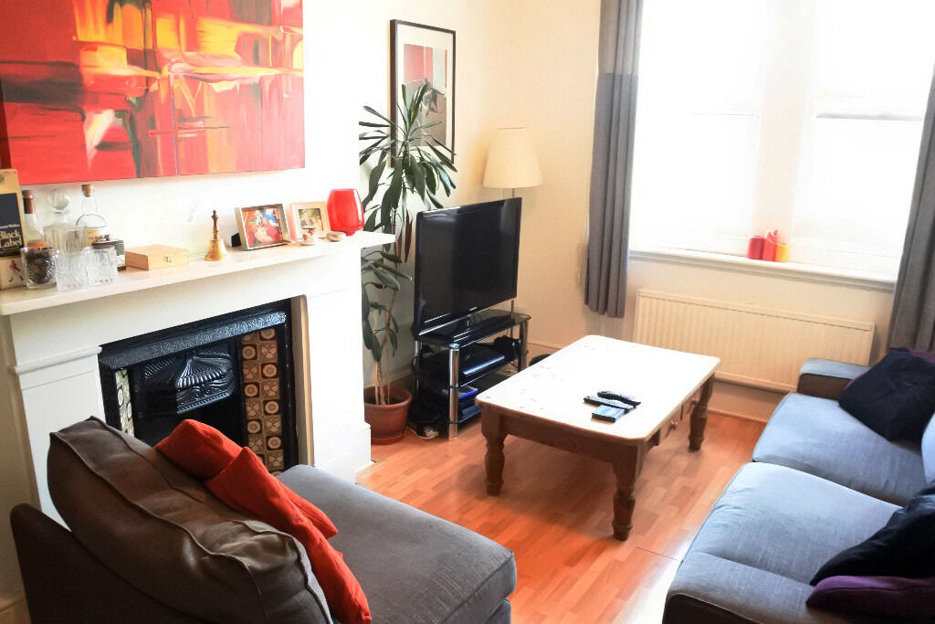 Spacious and modern one double bedroom property ideally located in the heart of Crouch End