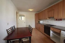 **NEW HOUSE**Nice twin room available close to the station !!
