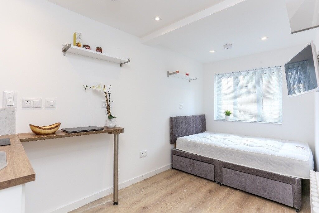 MODERN DOUBLE ROOM WITH TV & KITCHENETTE - CENTRAL LINE 24h - BILLS INCL