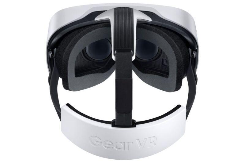 Bedient wird Gear VR mittels Touchpad in der Brille. (Foto: Samsung)