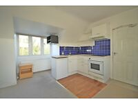 LOVELY STUDIO IN THE GROVE ISLEWORTH, WALKING DISTANCE TO ISLEWORTH STATION (INCLUSIVE OF BILLS) !!
