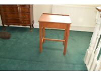 SCHOL DESK OLD STYLE LIFT UP LID