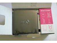 BLACK router SKY + BNIB + Internet & Broadband GLOSS