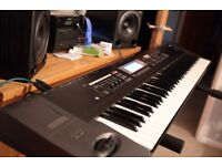 KORG TR 76 + piano stand.