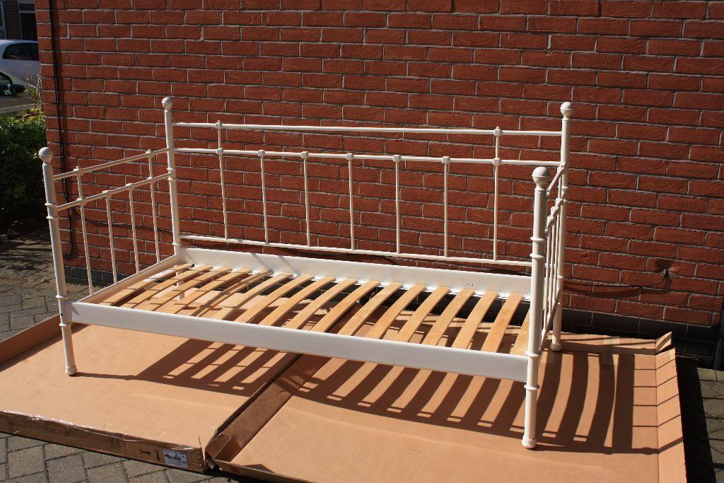 Ikea tromsnes day bed and single mattress in beeston for Ikea single futon