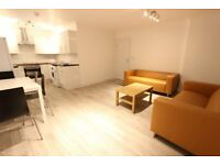 Lovely bright spacious living room with 2 double bedrooms + modern bathroom ++ Nearby school + train