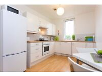 Lovely room available in three bedroom student accommodation - 5 minute walk from town, 15 from uni