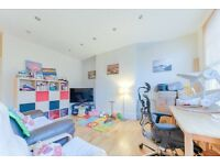 ***2 bedroom flat 5 SECONDS from South Hampstead Station available in Jan!**