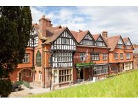 Live-In waiting staff needed at the Crown Manor in Lyndhurst - competitive salary!