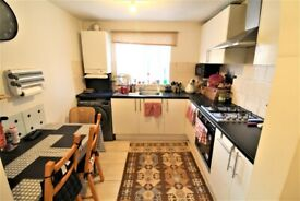 Lovely Three Bedroom/ Two Reception House In Beckton E6