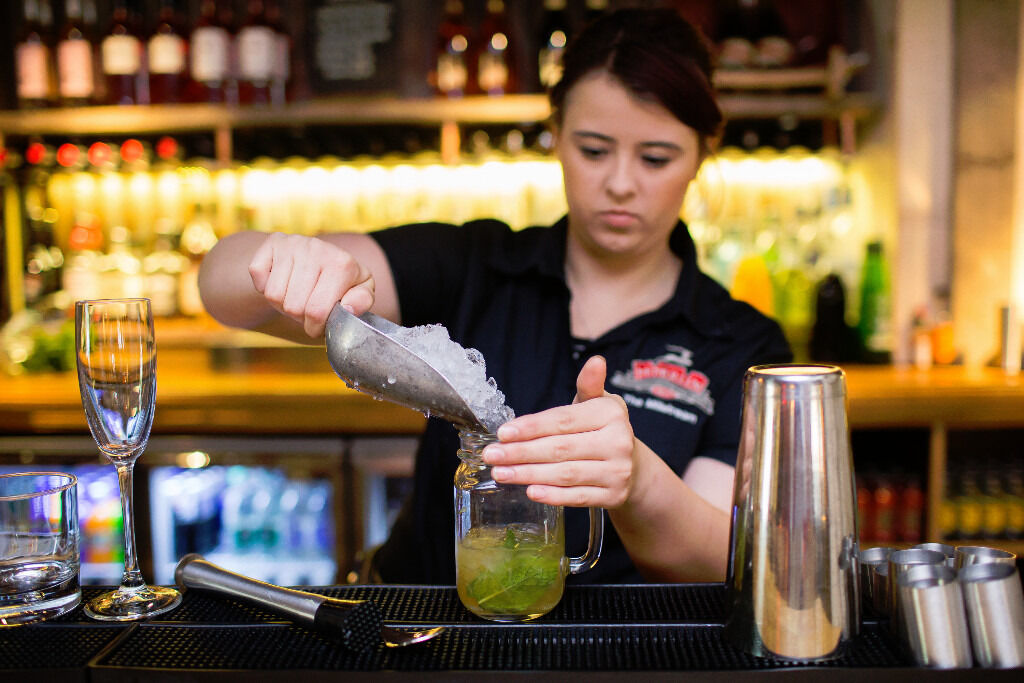 Part Time Bar/ Waiter - Up to £7.20 per hour - The Hollybush - Loughton, Essex