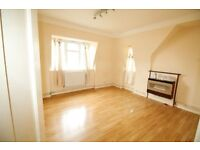 Spacious 3 bedroom flat in Catford with Parking. Suits family or Sharers