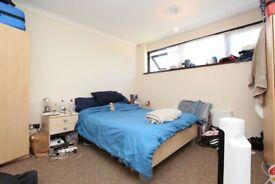 🆕SPACIOUS DOUBLE ROOM SINGLE USE WITH INCREDIBLE PRICE IN STRATFORD - Zero Deposit apply - Ashton