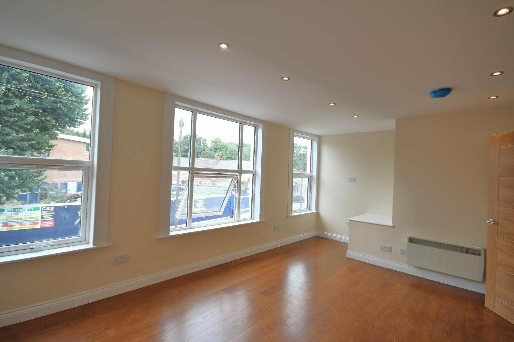 STUNNING MODERN 2 BED FLAT AVAILABLE NOW, MANOR HOUSE N4