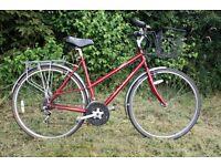 AS NEW Ladies Raleigh Pioneer LIGHTWEIGHT town bike, average size (hybrid/road bike like TREK/Giant)
