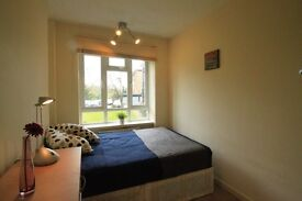 M/ Very cozy double room in Kilburn, 5 minutes from the underground