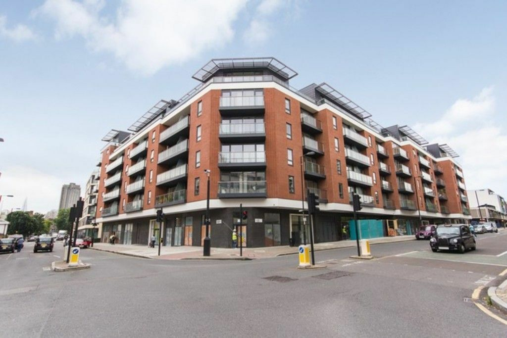 Stunning 1 Double Bedroom Apartment Situated In a Modern Development With On-site Porter.