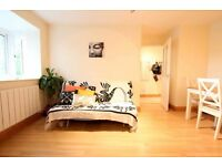 TERRIFIC 1 BED APARTMENT IN QUITE LOCATION SHORT WALK FROM SURRY QUAY STATION