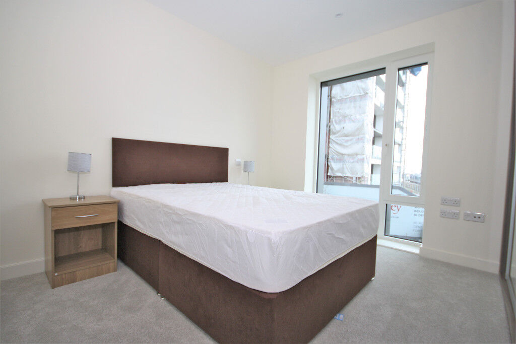 Beautiful 2 Bed, Very Spacious, Double rooms, Built in Wardrobes, En-suite, 5 min to station