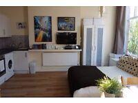 Refurbished 1st Floor Studio Flat in Altrincham,furnished £475 per calendar month