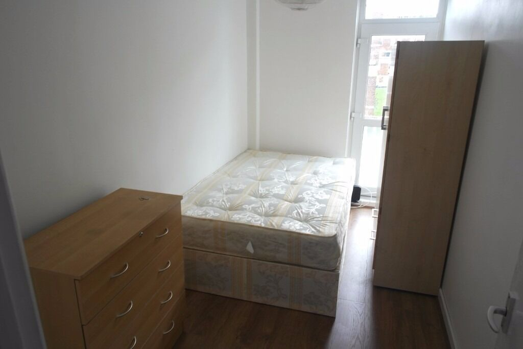 HOT HOT HOT HOT ROOM AVAILABLE NOW IN KINGSLANDROAD