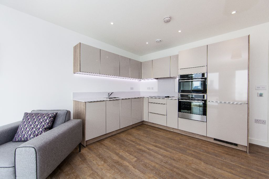 **BRAND NEW*ONE DOUBLE BED WITH PARKING*ENDERBY WHARF*SE10*FURNISHED