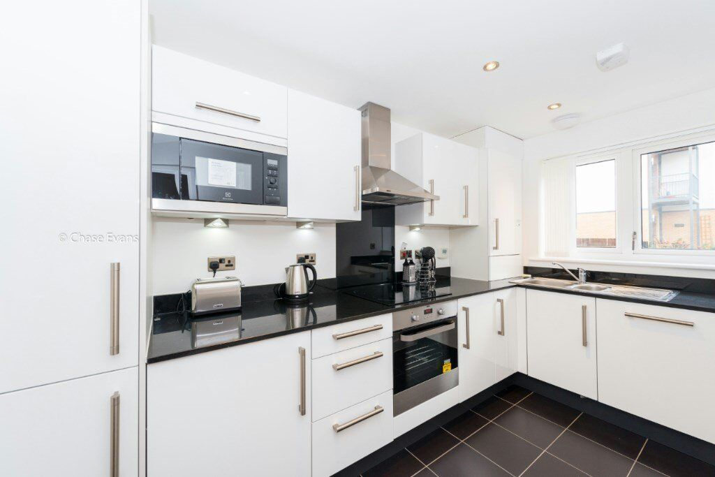 FURNISHED 3 BEDROOM 2 BATHROOM HOUSE WITH GARDEN IN CHARLTON, MAZE HILL, GREENWICH SE7