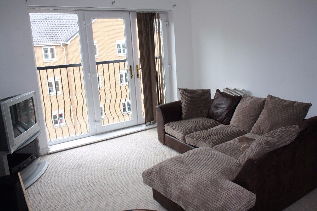 Modern, purpose built, top floor apartment in Pentwyn, within easy access of the M4 and A470
