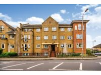 SW12 8SX - ST JAMES DRIVE - A STUNNING 2 DOUBLE BED FLAT WITH PRIVATE BALCONY - VIEW NOW