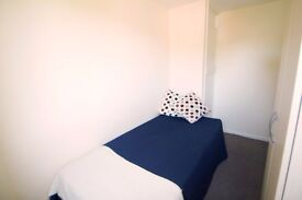 LOVELY SINGLE ROOM TO OFFER IN SINGLE ROOM CLOSE TO THE TUBE STATION. 4B