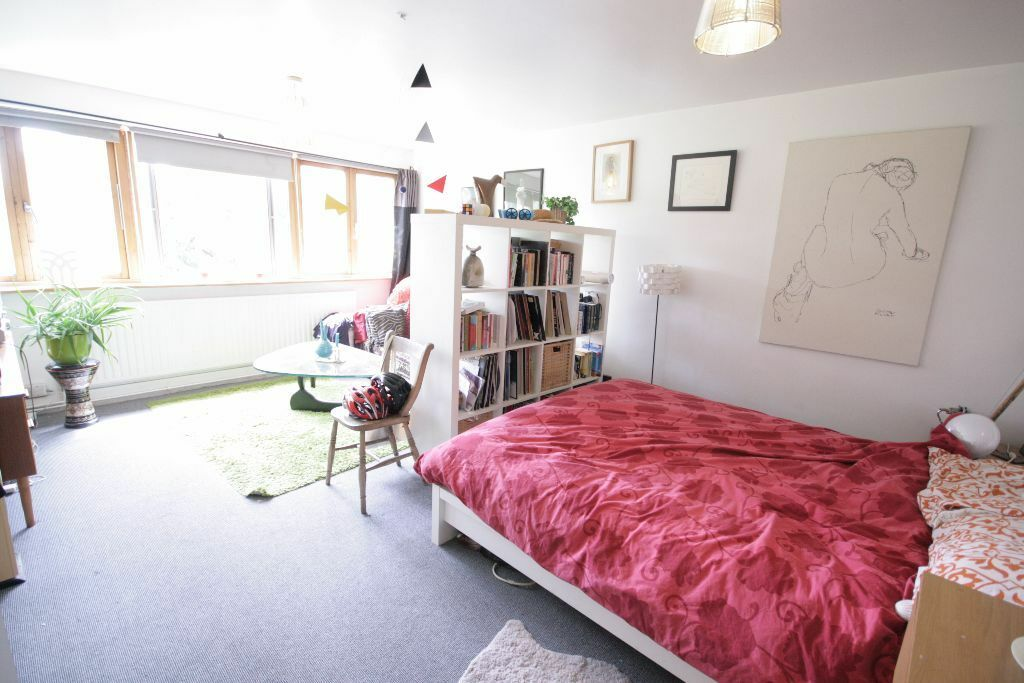 Beautiful Large 2 bed Flat near tube station only £369pw!