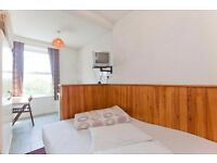 Self contained studio flat ,close to Belsize Park Tube - Wedderburn Road NW3