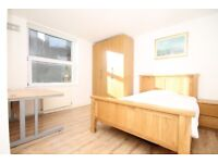 THREE DOUBLE BEDROOM FLAT, TWO BATHROOMS -MINUTES TO TUBE