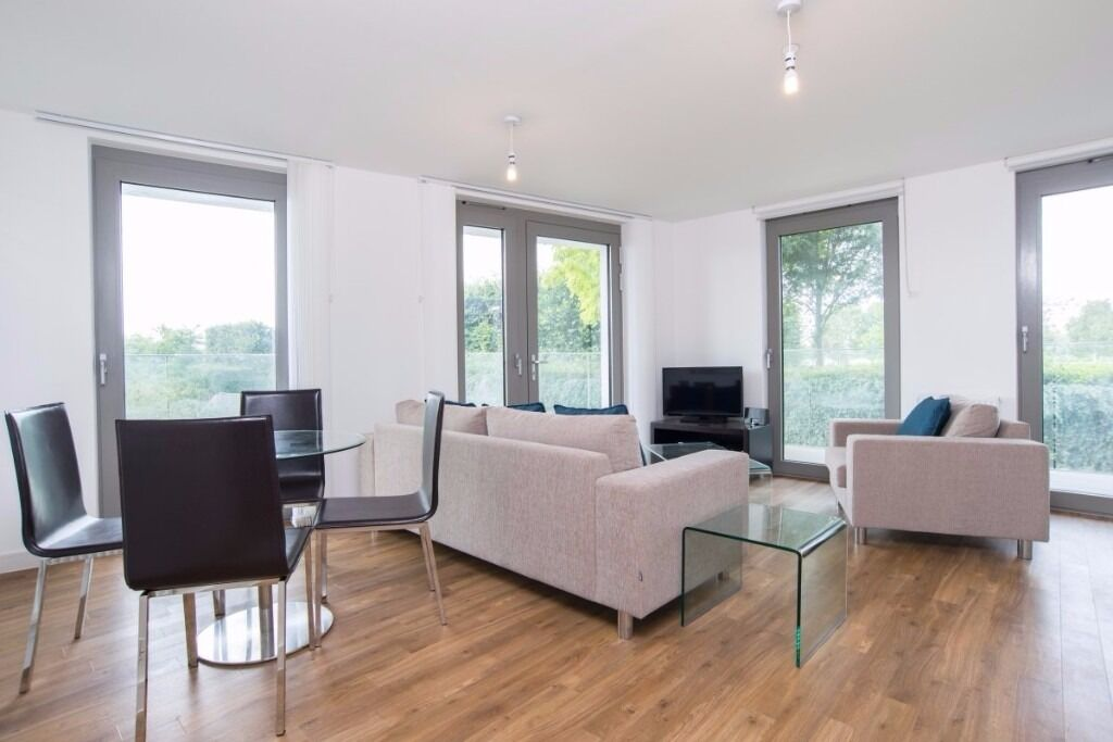 Fabulous 2 bed 2 bath, furnished, large balcony, open space floor plan, close to DLR , Royal Docks