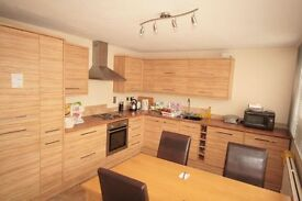Huge luxury 2 bed property near station only £399pw!