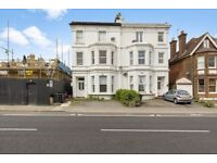 *** L@@K NEWLY REFURBISHED 2 BED FLAT WITH ROOF TERRACE IN PALMERS GREEN ***