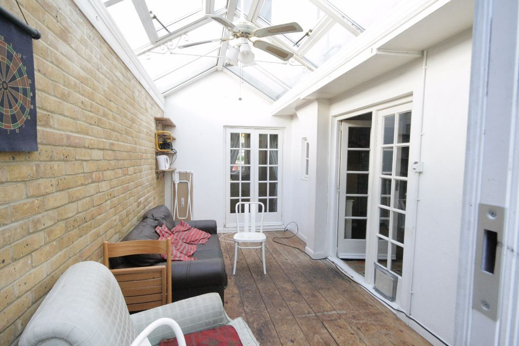 Stunning New 3 Bed House With Huge Garden in Oval only £569pw!
