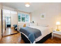 Amazing Double 4-Bedroom Flat - Near Wimbledon