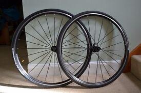 Bontrager TLR road 700c wheelset. Bladed spokes. Bontrager R1 tyres and quick release.